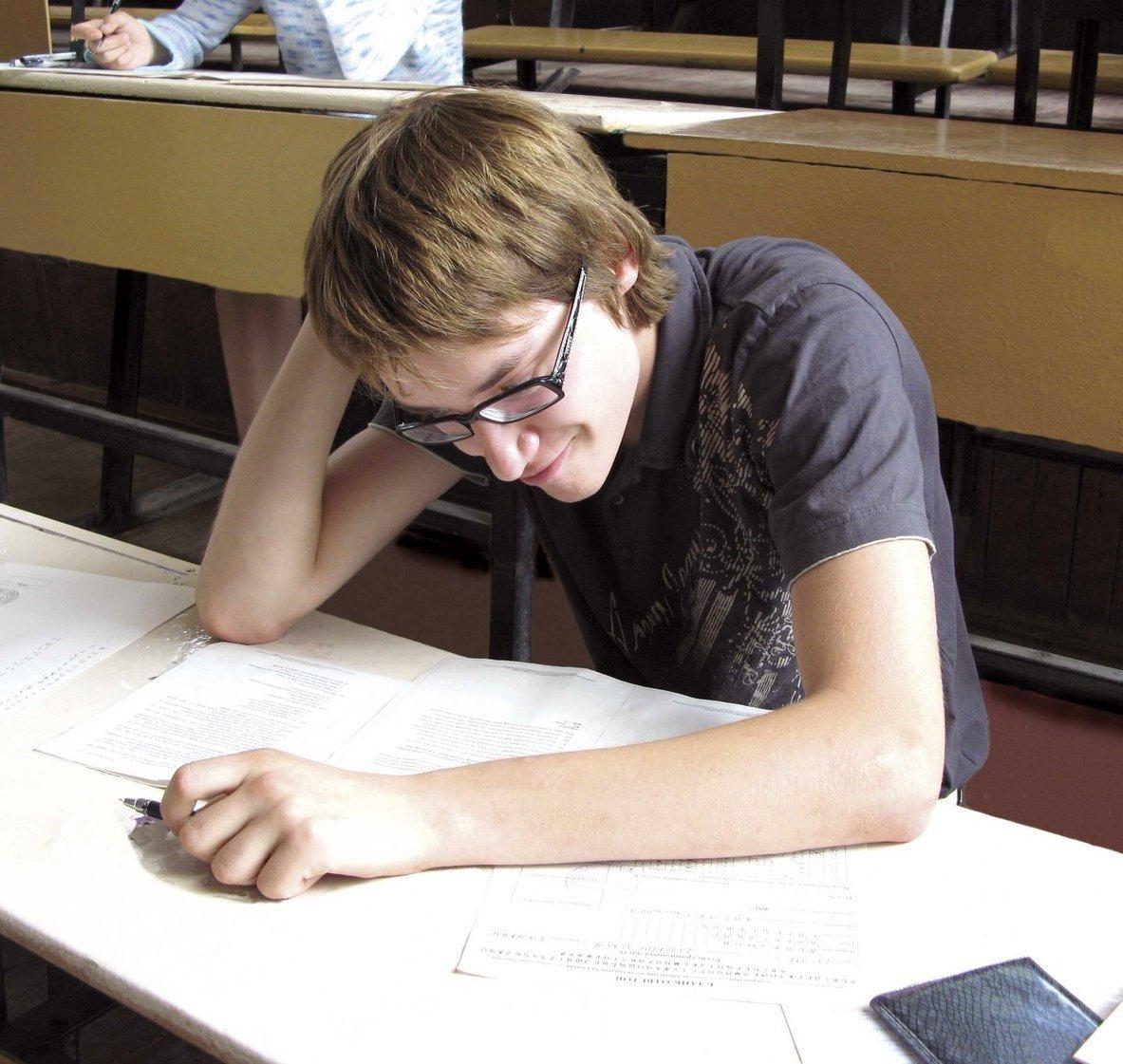 Студентки сдают экзамен 3 фотография