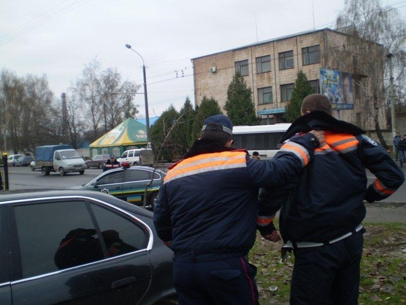 В Луцке пьяный сотрудник Государственной автоинспекции на автомобиле