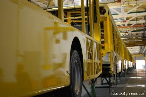 У Луцьку фарбуватимуть автобуси за 49 хвилин, фото-6