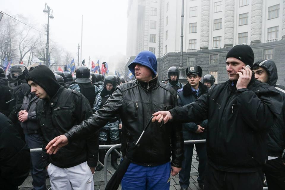 У Харкові Беркут та тітушки розігнали активістів, які хотіли не пустити ВВ в Київ