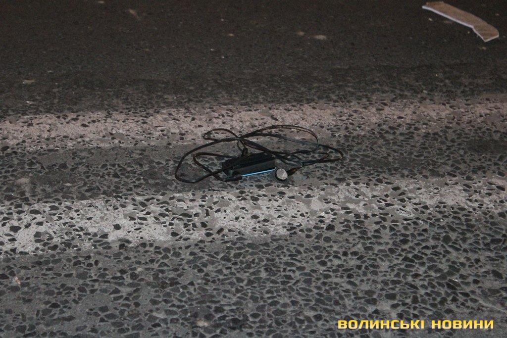 Черевик постраждалого відлетів за 30 метрів від місця зупинки автомобіля  Таврія. 637407e619146