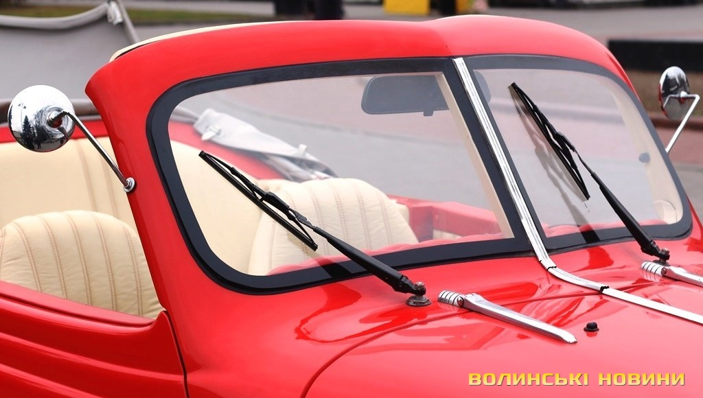 Унікальний ретро автомобіль в луцьку