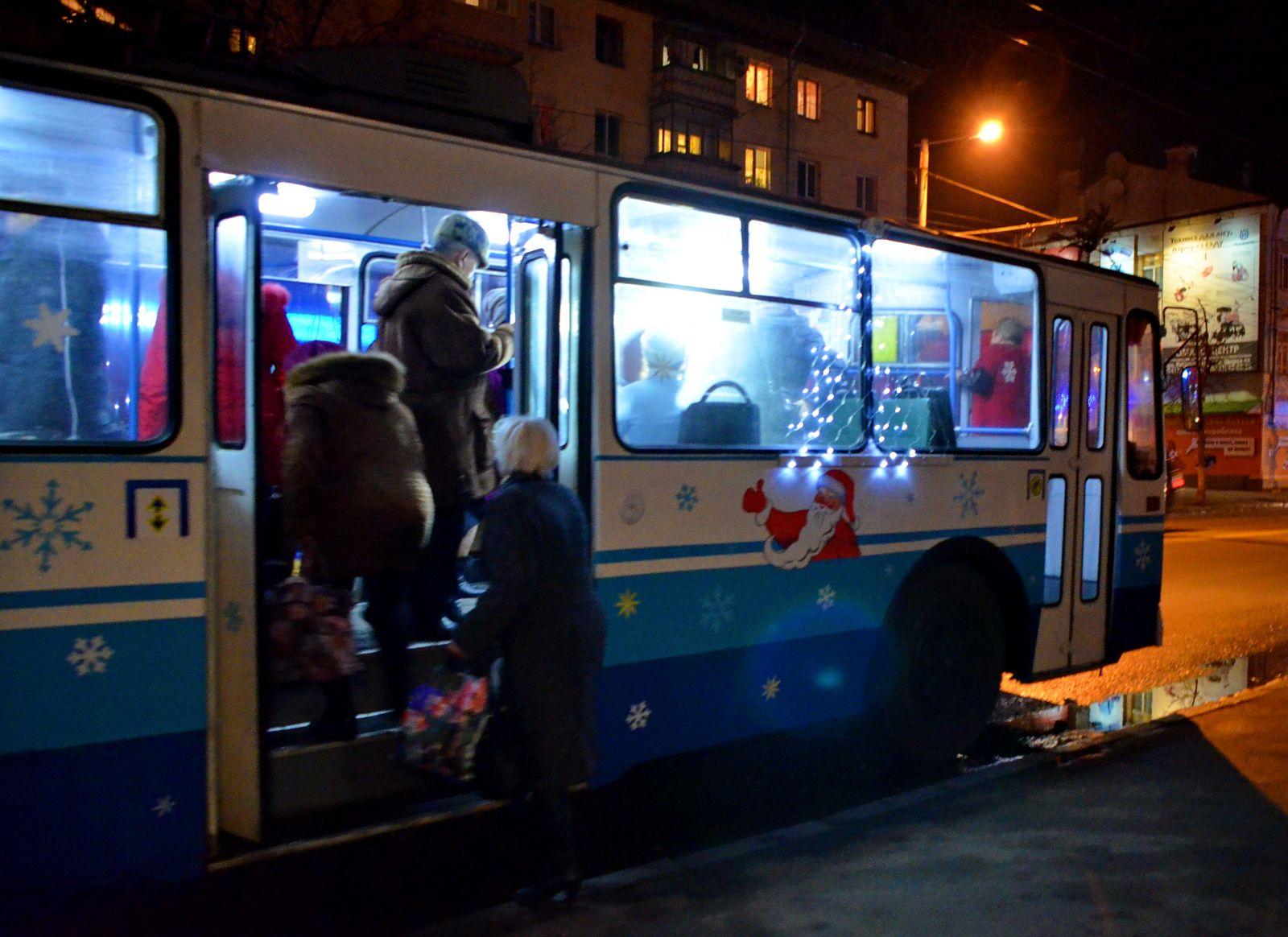 Русскую в общественном транспорте 2 фотография