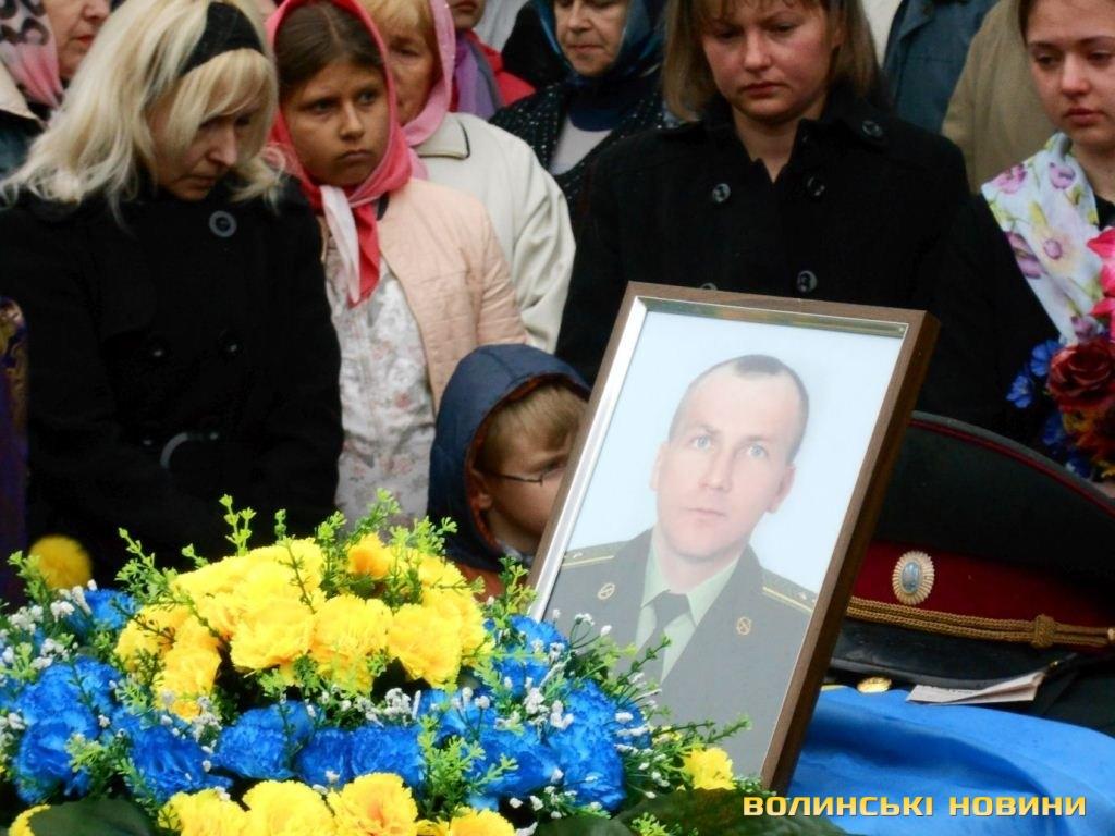 Волинь попрощалася ще з одним героєм - офіцером 51 бригади Сергієм Смірновим
