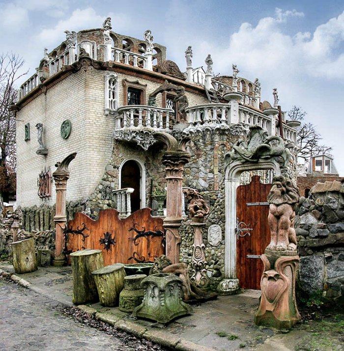 Картинки по запросу Будинок з химерами Луцьк