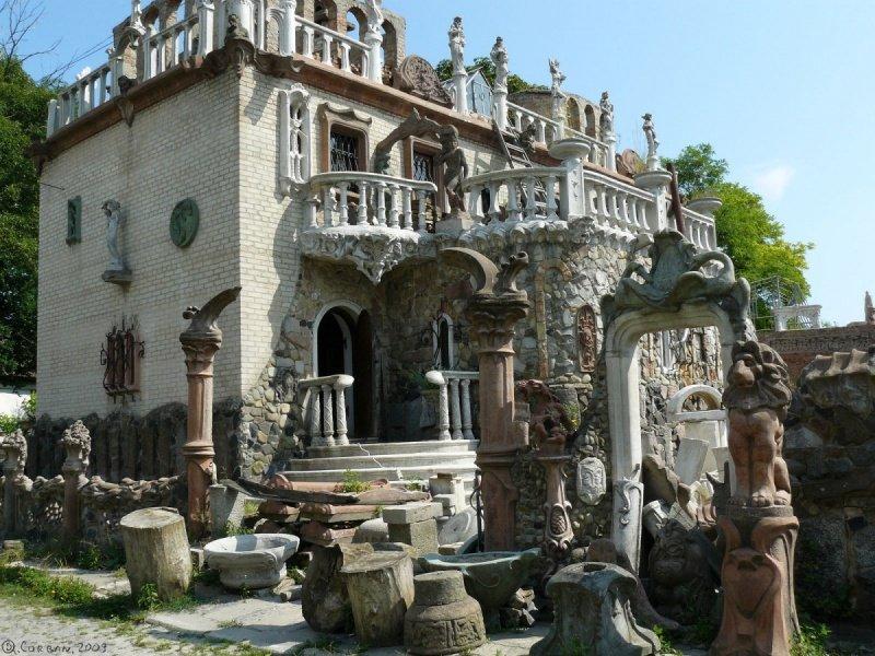 Луцький «Будинок з химерами» - у топі найфантастичніших споруд України