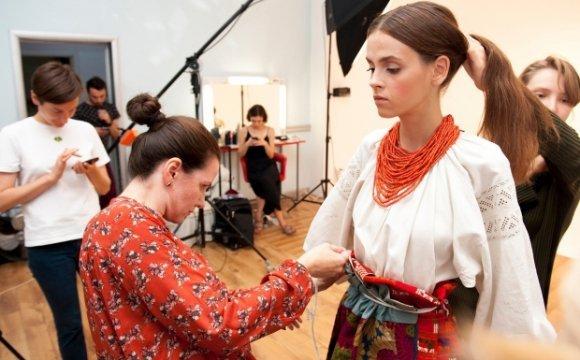 Волинянка допомагала Vogue створювати ролик про український одяг 602ded4e54e0b