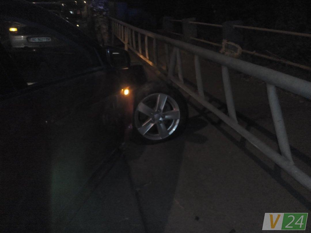 """Результат пошуку зображень за запитом """"автомобіль врізався в огорожу мосту"""""""