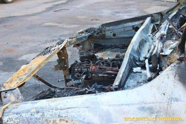 УЛуцьку згорів автомобіль нардепа Лапіна. Оновлено