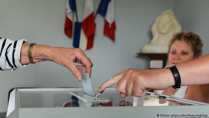Напарламентських виборах уФранції дополудня проголосували лише 18% виборців