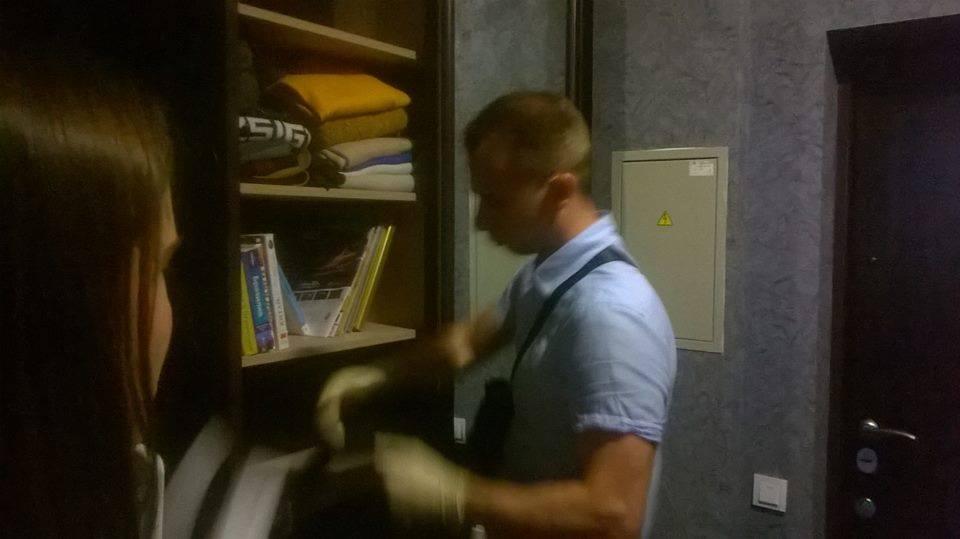 Правоохоронці взялись заквартиру Гужви: опубліковані фото