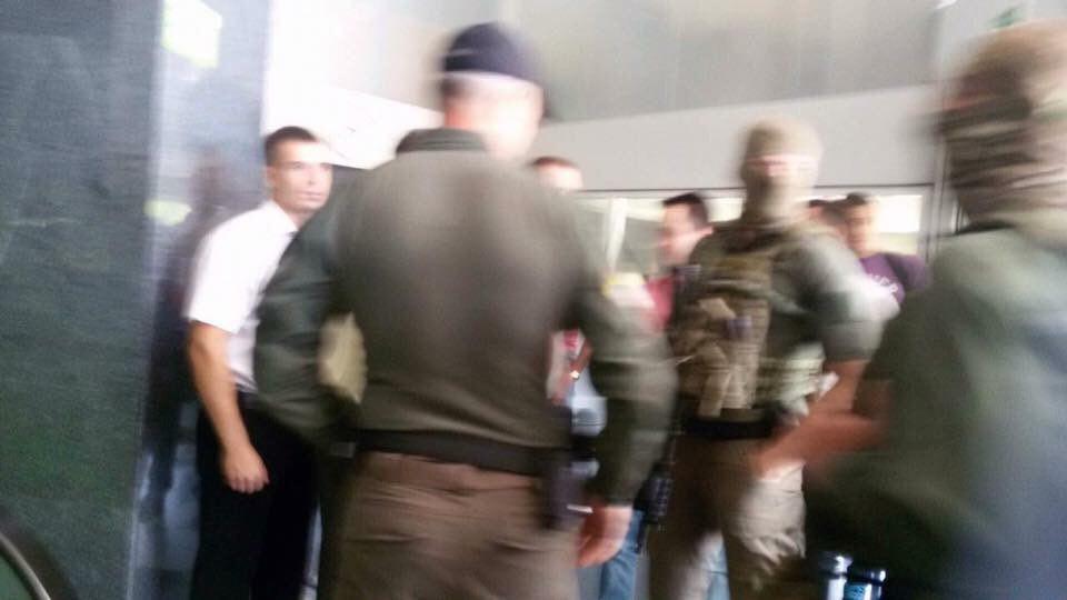 Співробітники НАБУ прийшли зобшуком вголовний офіс «Приватбанку»