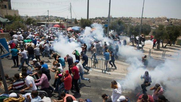 В Єрусалимі спалахнули масштабні сутички між палестинцями та військовими Ізраїлю (ВІДЕО)