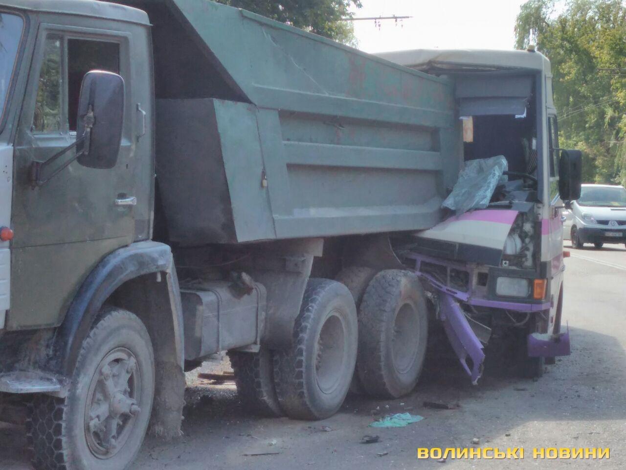 УЛуцьку маршрутка зіштовхнулася з«Камазом», є постраждалі