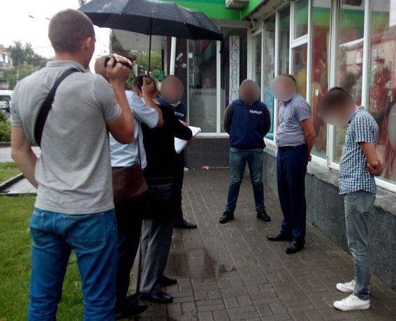 НаВолині поліцейського затримали нахабарі в130 тис грн