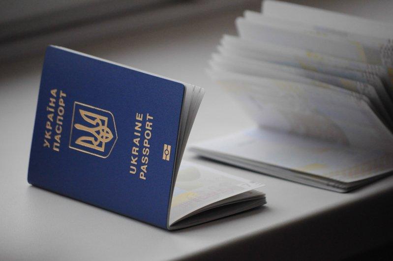 ДМС: Затримки увидачі закордонних паспортів є тимчасовими
