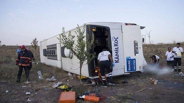 УТуреччині перекинувся пасажирський автобус, унаслідок чого четверо осіб загинуло