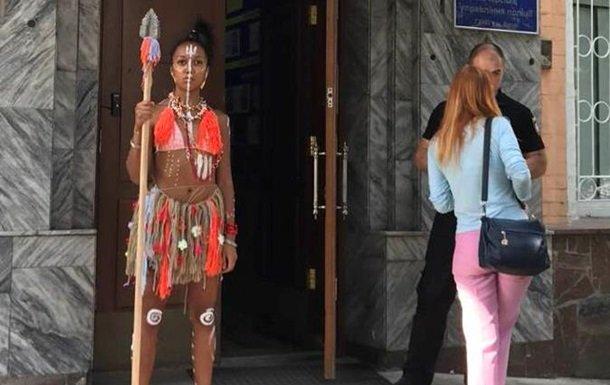 Активістка Femen прийшла надопит зі списом