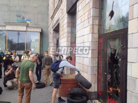 Інститут нацпам'яті назвав злочином знищення графіті наГрушевського