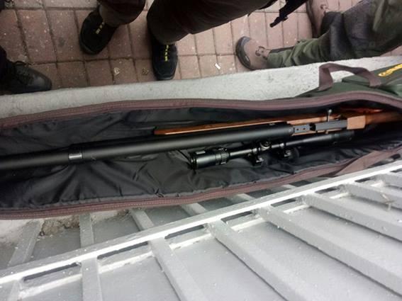 УКиєві схопили чоловіка, який ішов на мітинг під Радою згвинтівкою