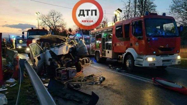 Двоє українців загинули уДТП вПольщі, 5 осіб госпіталізовано