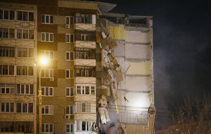 Росія: в Іжевську обвалилася частина багатоповерхового будинку