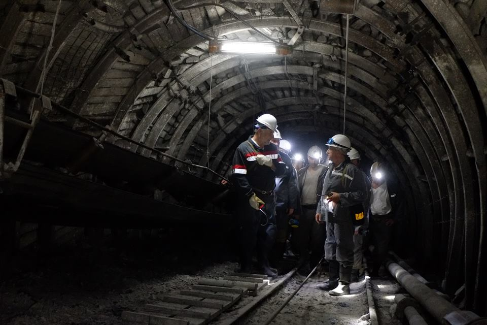 Під землею уволинській шахті залишаються 128 гірників