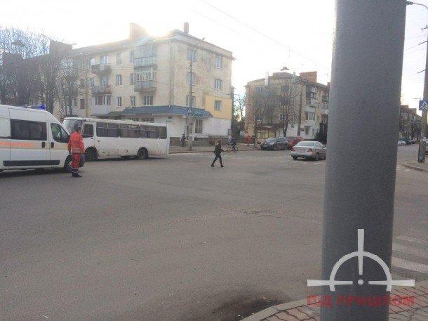 У Луцьку жінка кидалася під колеса авто (ФОТО), фото-4