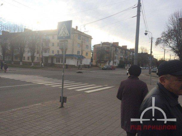 У Луцьку жінка кидалася під колеса авто (ФОТО), фото-3