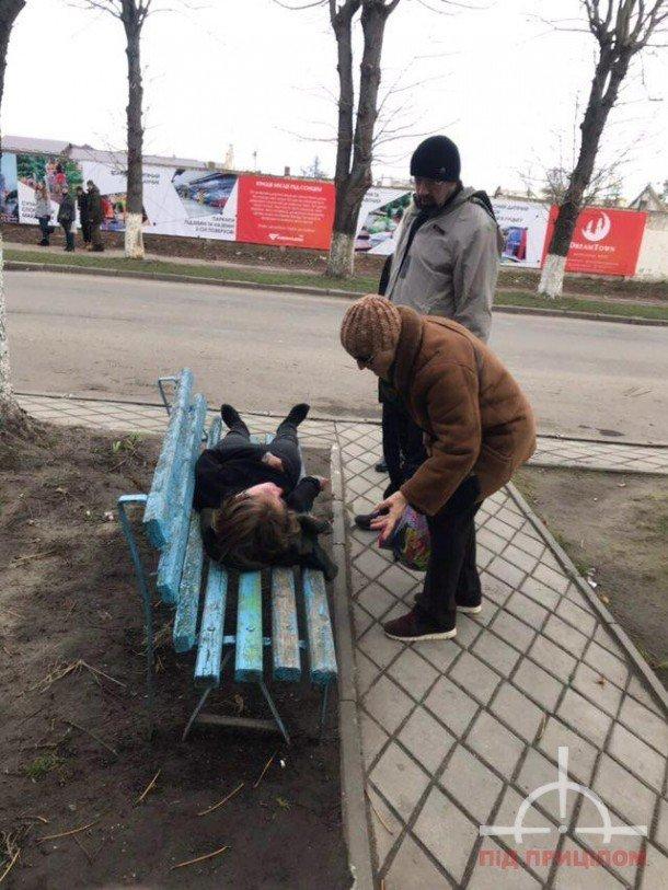 У Луцьку жінка кидалася під колеса авто (ФОТО), фото-5