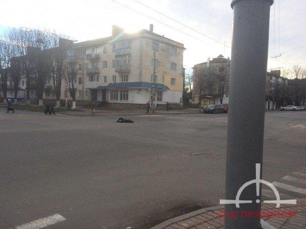 У Луцьку жінка кидалася під колеса авто (ФОТО), фото-2