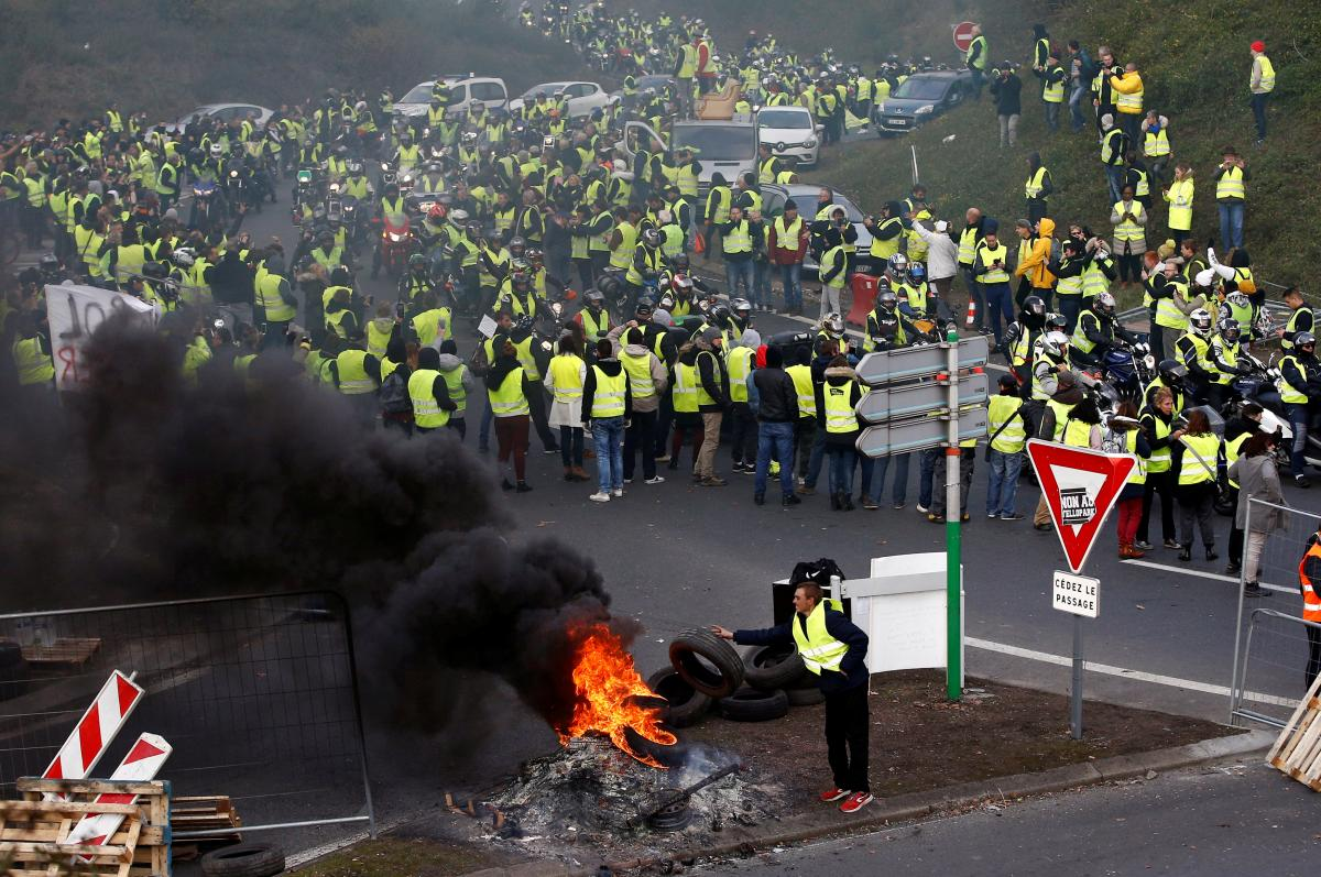 Картинки по запросу жовті жилети франція журналісти