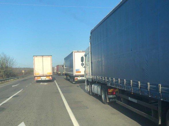 На «Ягодині» – черги з 700 вантажівок