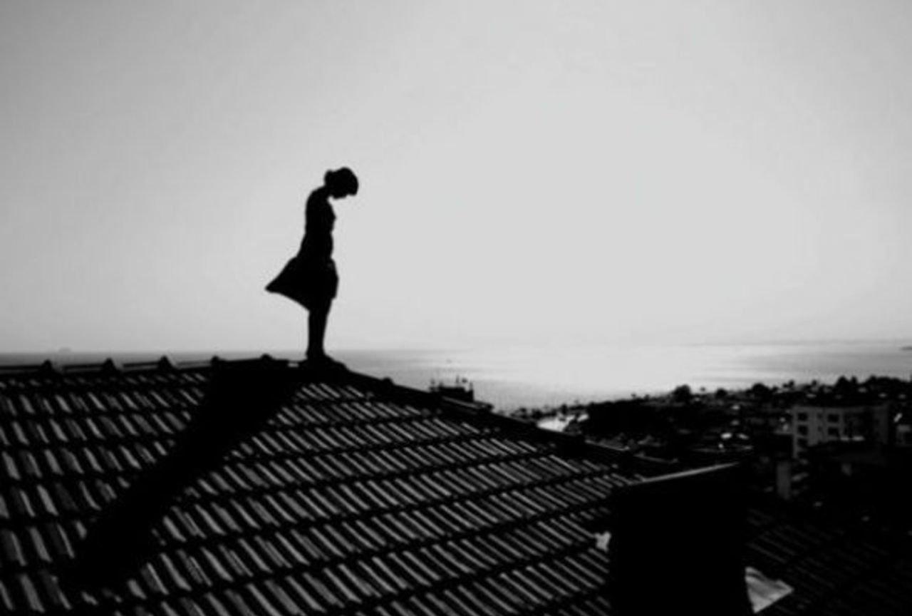 Грустные фото с крыши домов