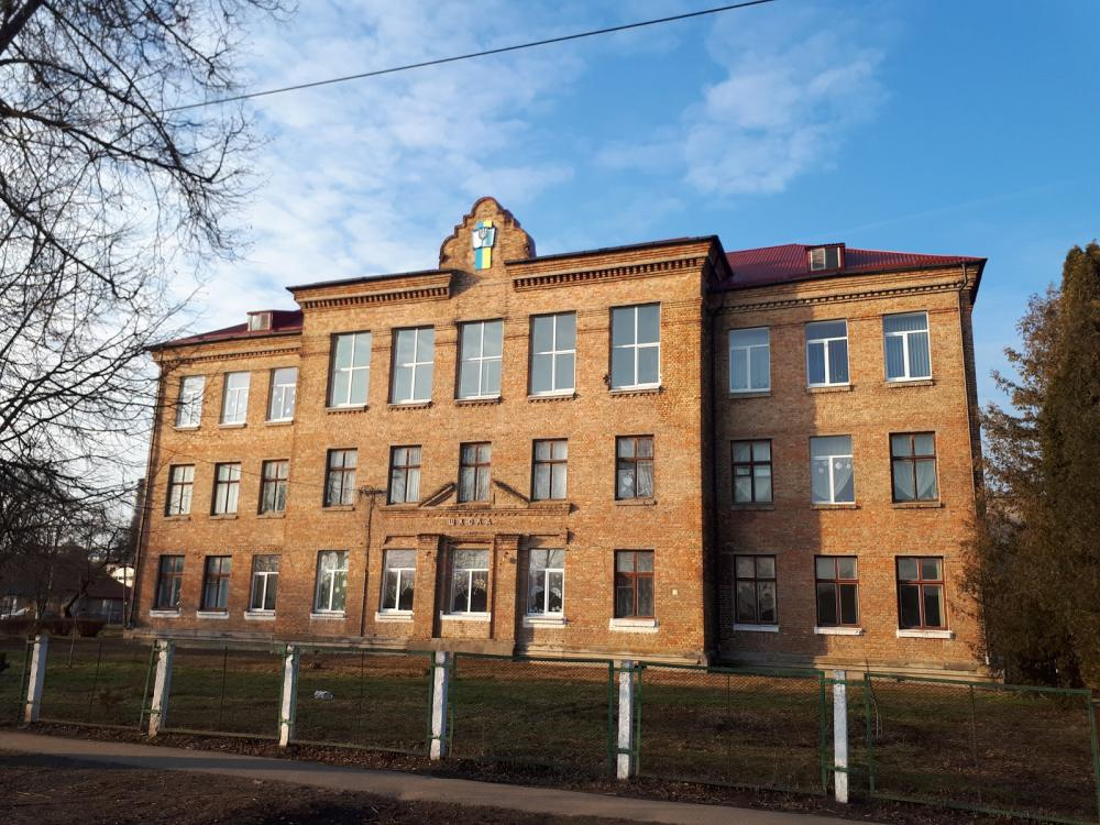 Чотири навчальні заклади в Луцьку одержали в постійне користування ділянки