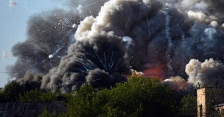 У центрі Москви палає склад з піротехнікою, чути вибухи. Відео - volynfeed.com