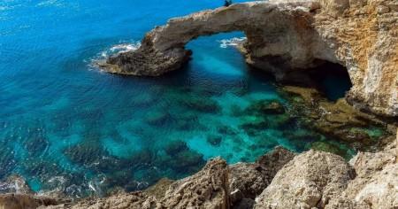 Кіпр ввів жорсткі обмеження для невакцинованих: скільки доведеться доплачувати туристам
