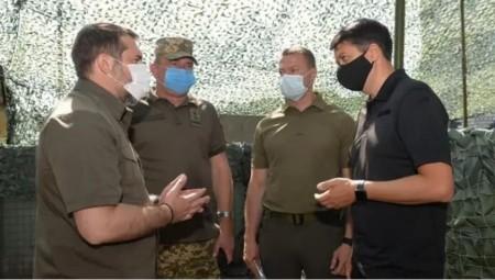 Головнокомандувач ЗСУ заборонив чиновникам відвідувати зону ООС. Це зірвало візит Разумкова на Донбас