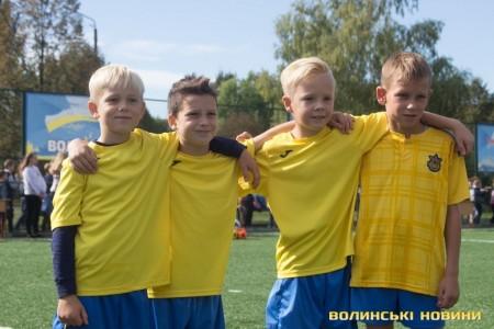 У луцькій школі №22 відкрили сучасне міні-футбольне поле