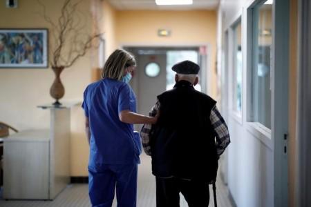 Коронавірус викликає смертельну хворобу у людей старшого віку. Дослідження