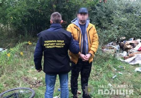 21-річного молодика, який робив закладки з наркотиками у селі під Луцьком, взяли під варту