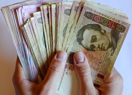 Податкова взялася за зарплати українців: кому загрожує штраф від 60 до 180 тисяч гривень