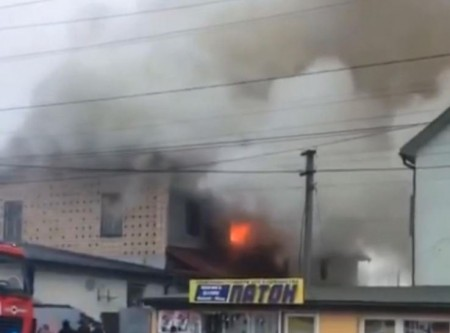 У Ковелі горить дах кафе. Відео