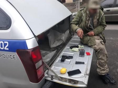 П'яний чоловік розмахував пістолетом у луцькій маршрутці. Фото