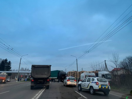 У Струмівці зіткнулись дві вантажівки