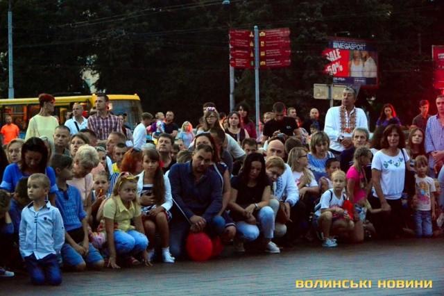 На честь Дня Незалежності України статую Христа в Ріо-де-Жанейро підсвітили кольорами українського прапора - Цензор.НЕТ 8767