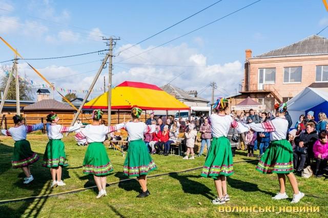 танці, забави та гетьманська кухня. Фото