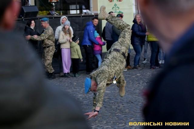 У Луцьку в День захисників та захисниць України виступив гурт Oт Vinta. Фоторепортаж