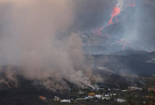 На Канарах посилилося виверження вулкана: тисячі людей ізольовані. Фото