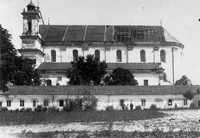 Загальний вигляд колегіального костелу, фото до 1945 р.